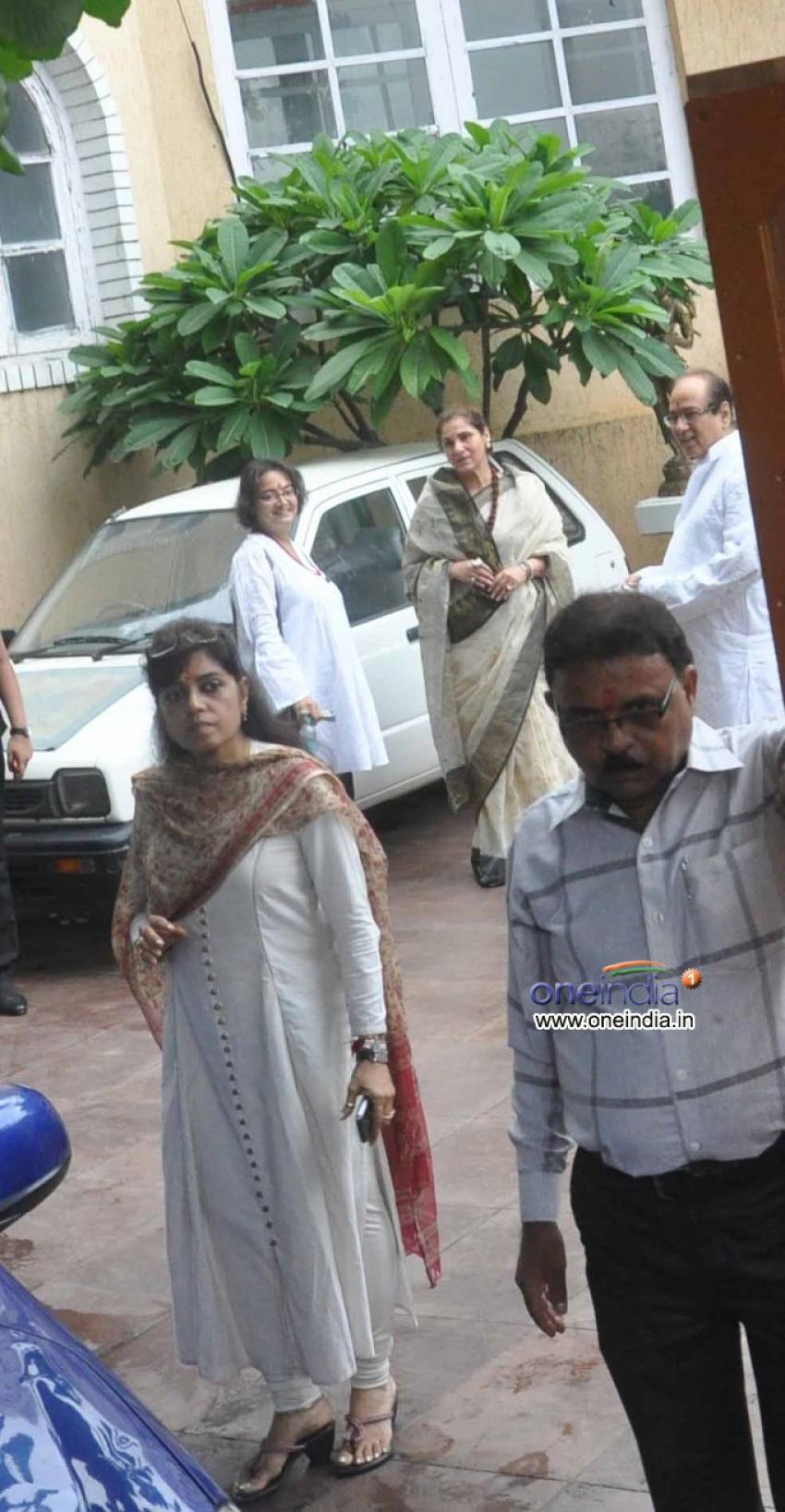 Rajesh Khanna's first death anniversary Photos