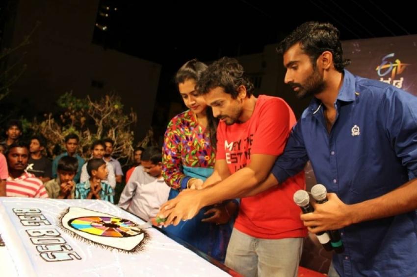 ETV Kannada hosted a Road Show for Vijaya Ragavendra Photos