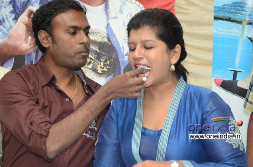 Gunde Jaari Gallanthayyinde 100 days celebrations Photos