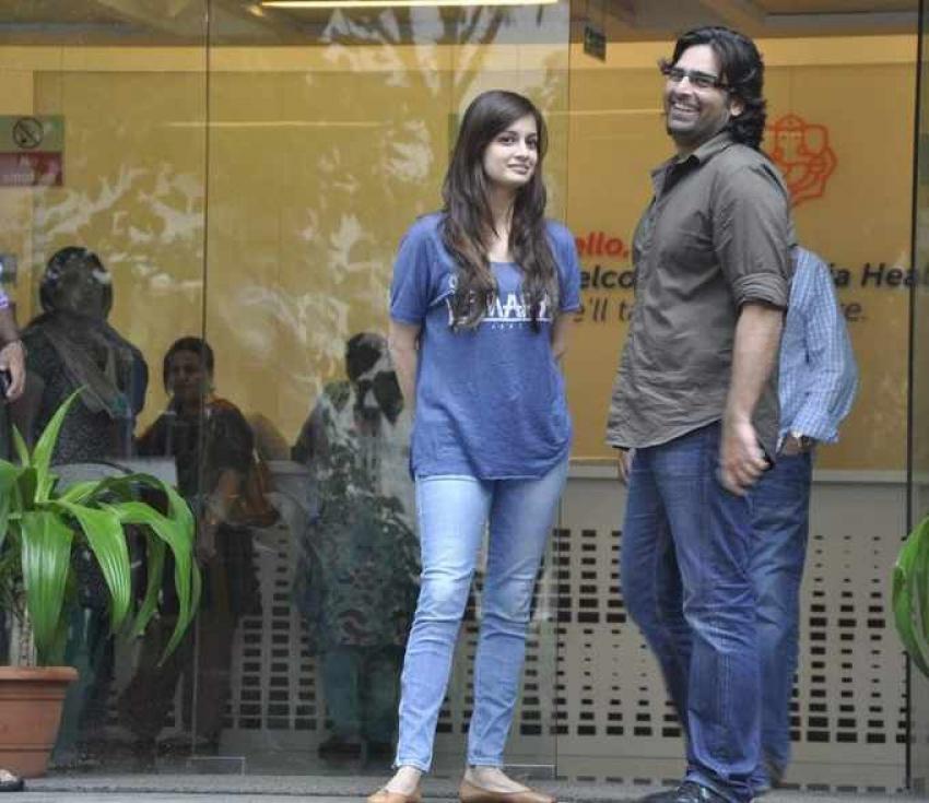 Katrina Kaif rushes to meet Hrithik Roshan from Airport Photos