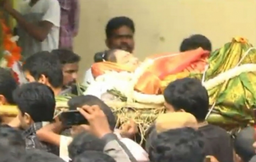 Last respects to Manjula Vijayakumar Photos