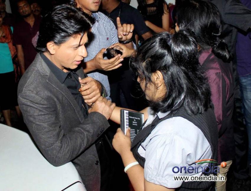 Shahrukh Khan & Deepika Padukone promote Chennai Express on the Sets of  Indian Idol Photos