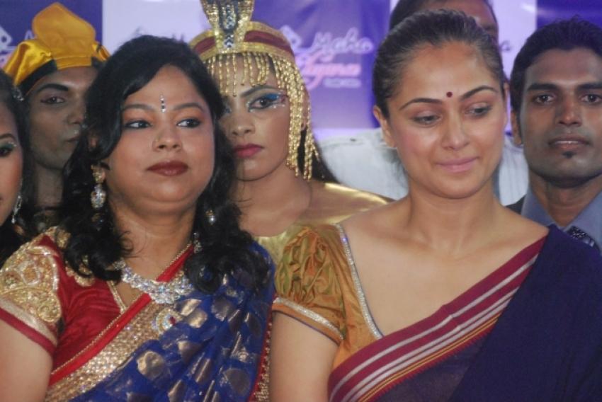 Simran Launch Maha Elegance Family Salon Photos