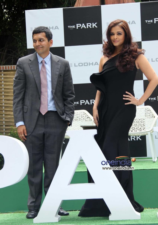Aishwarya Rai launch masterplan district The Park Photos