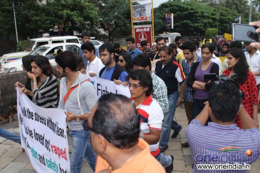 Sonam Kapoor joins Anti-Rape Protest In Mumbai Photos