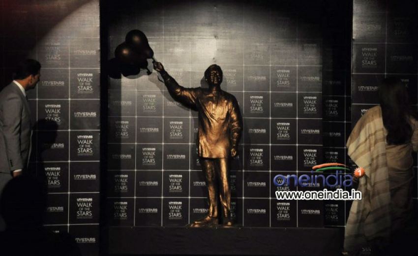 Unveiling of the statue of Yesteryear's late actor Rajesh Khanna Photos