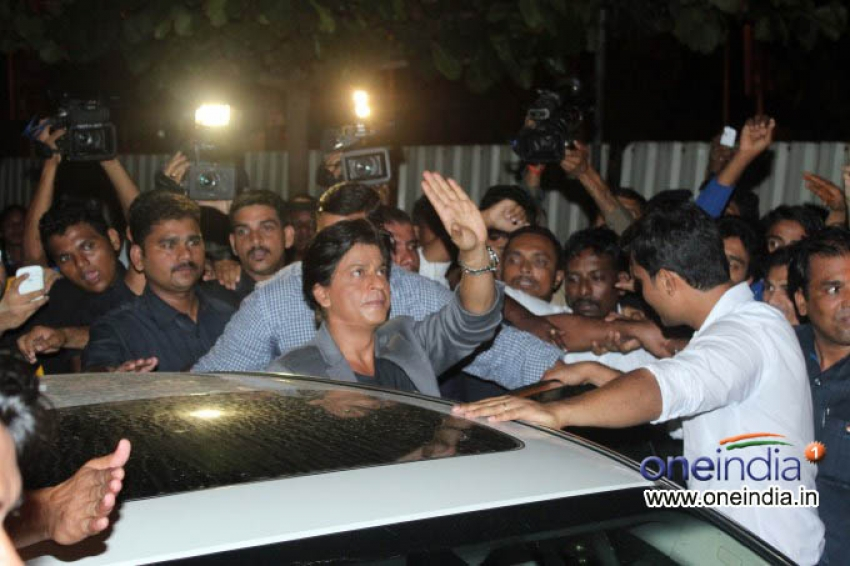 DDLJ to Chennai Express, SRK visits Maratha Mandir Photos