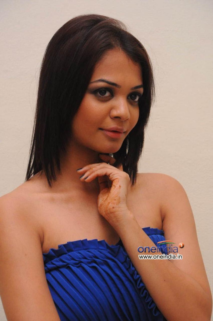 Henna Chopra Photos