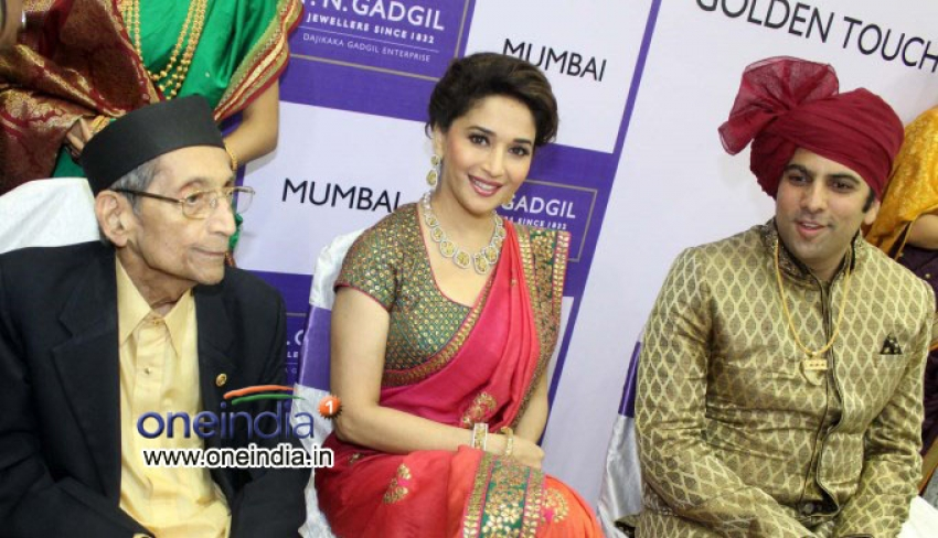 Madhuri Dixit inaugurates P N Gadgil Jeweller's New Showroom Photos