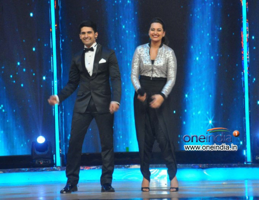 Once Upon A Time In Mumbai Dubara On The Sets Of India's Dancing Superstar Photos