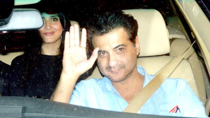 Shahrukh Khan's Iftar Party at Mannat Photos