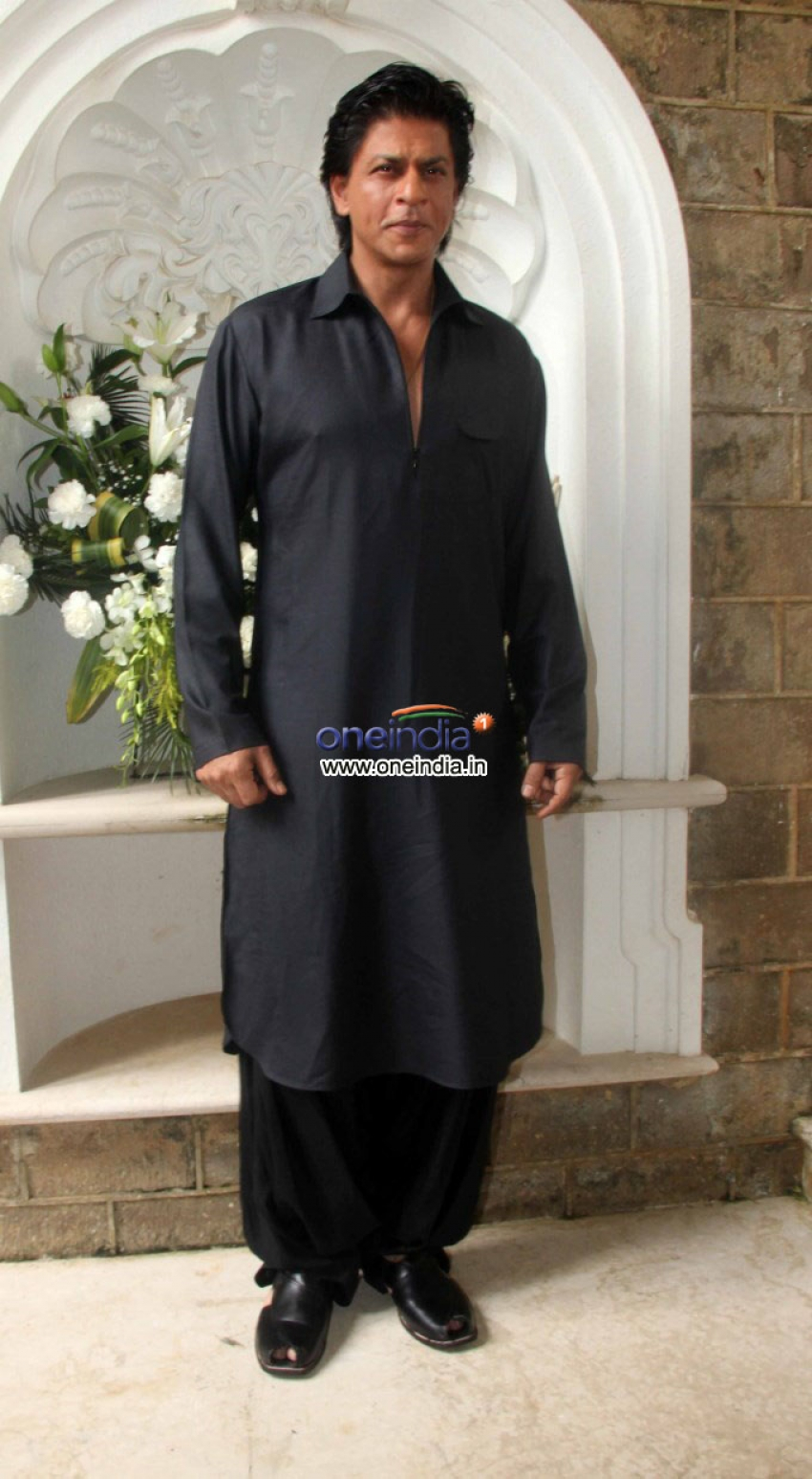 Shahrukh Khan Celebrate Eid with Media and Family Photos