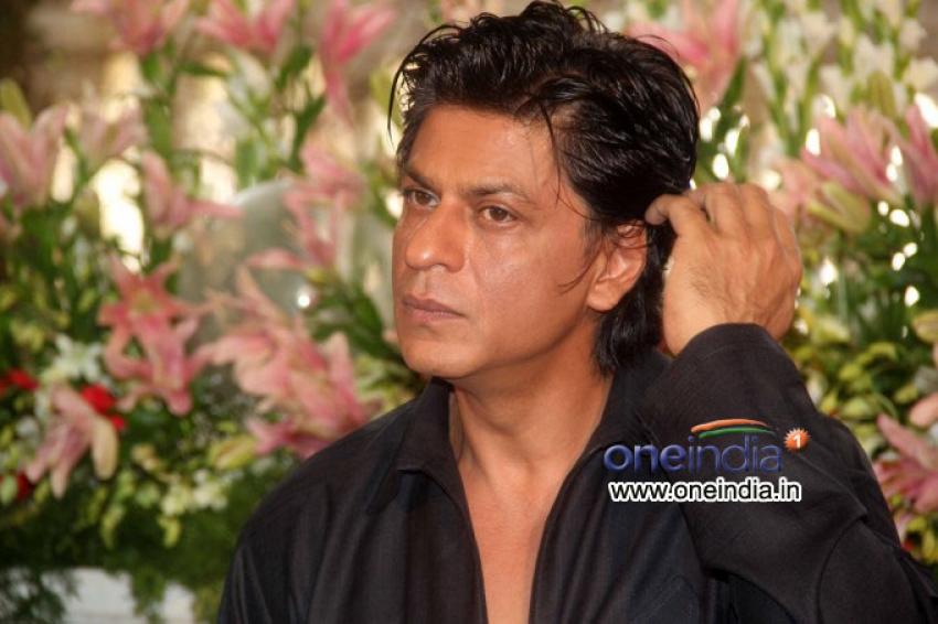 Shahrukh Khan Celebrate Eid with Media and Family Photos