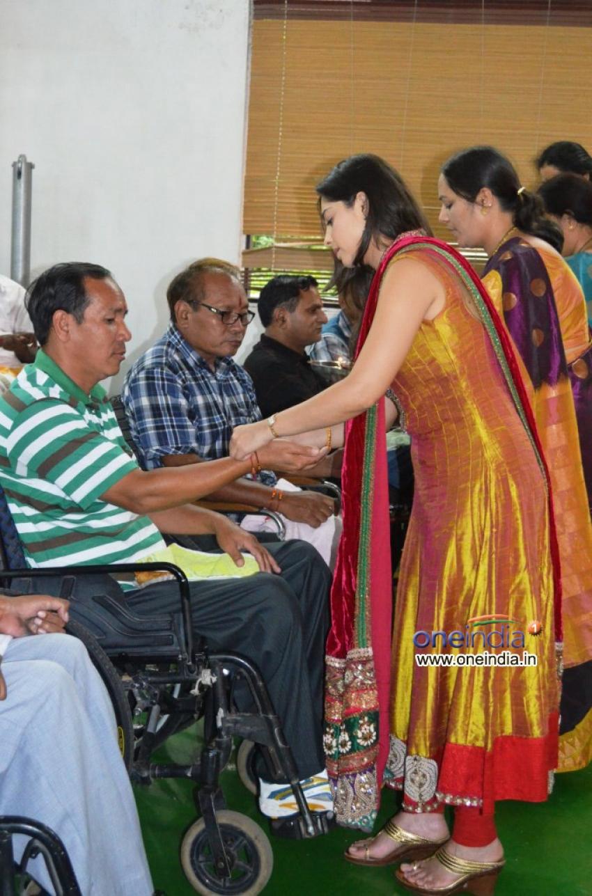 Sonalee Kulkarni celebrates Raksha Bandhan Photos