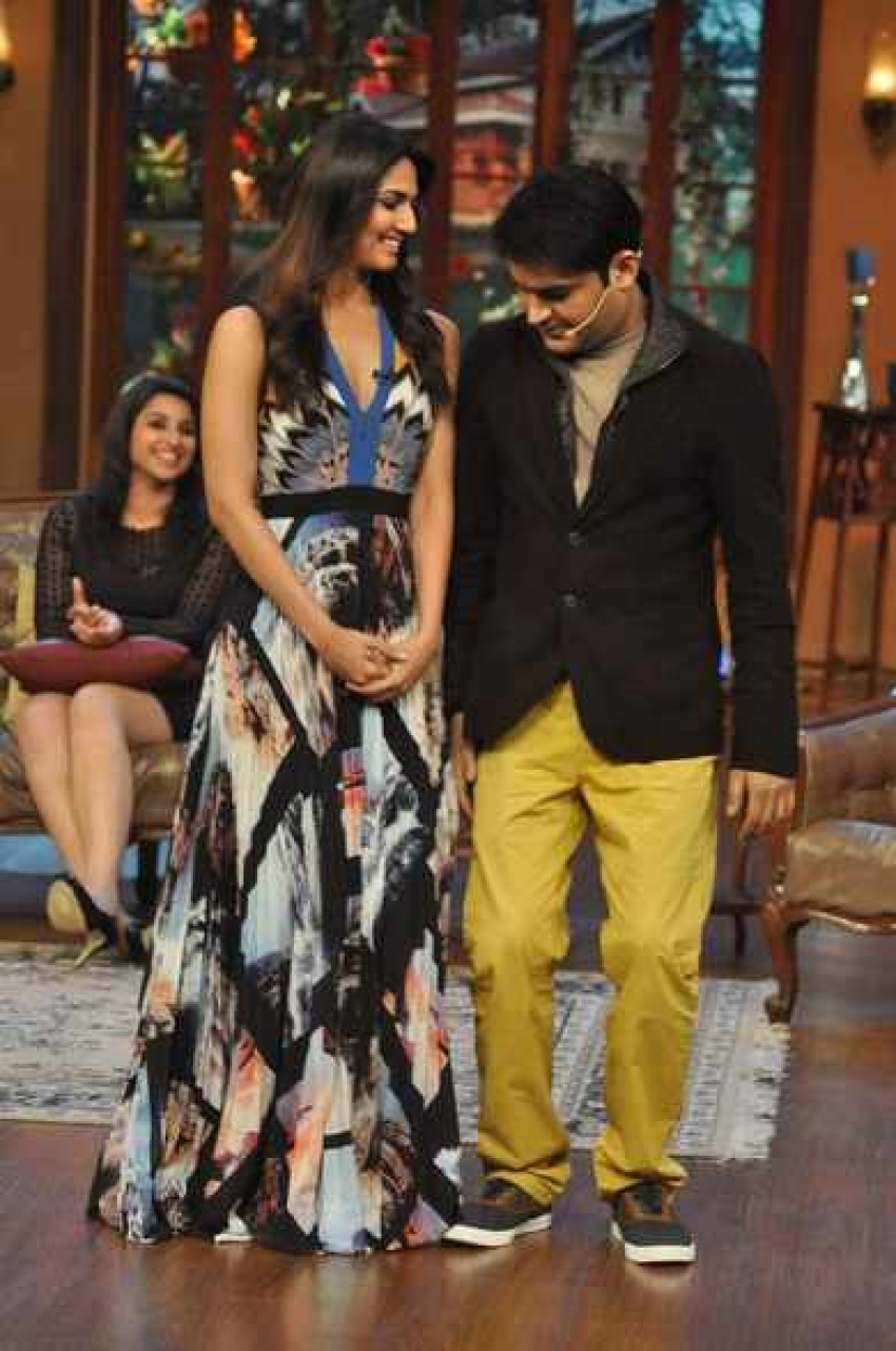 Shuddh Desi Romance film promotion on Comedy Nights With Kapil sets Photos