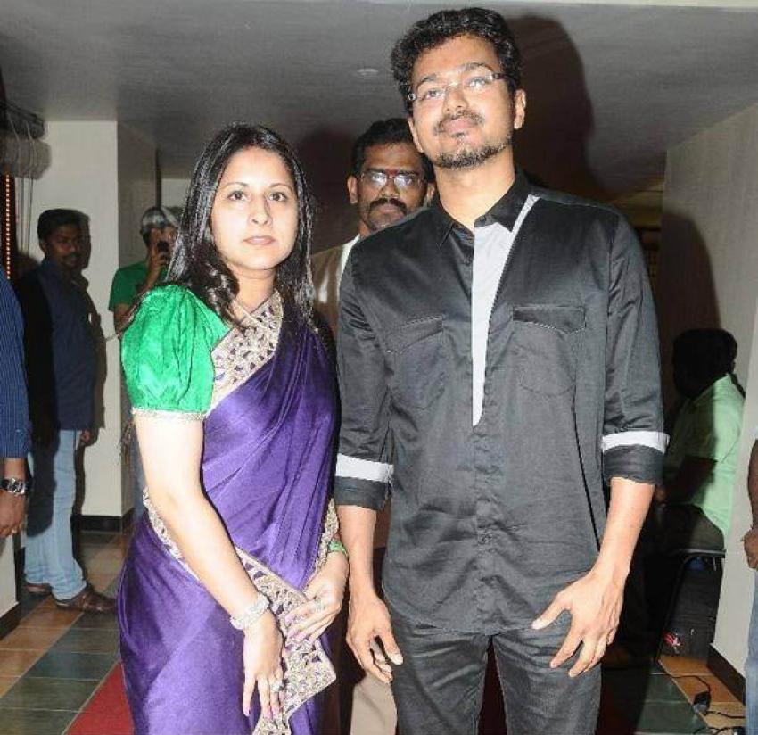 Vijay and Sangeetha Wedding Anniversary Photos