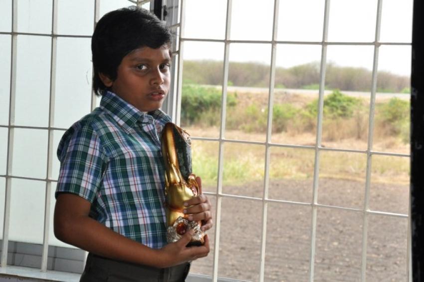 Dhanush 5aam Vaguppu Photos