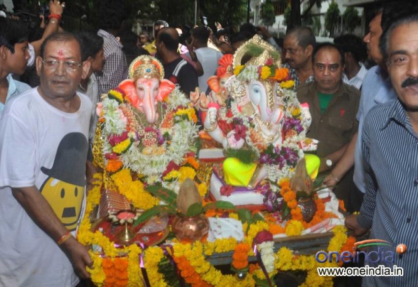 Hrithik Roshan celebrates Ganesh Visarjan 2013 Photos