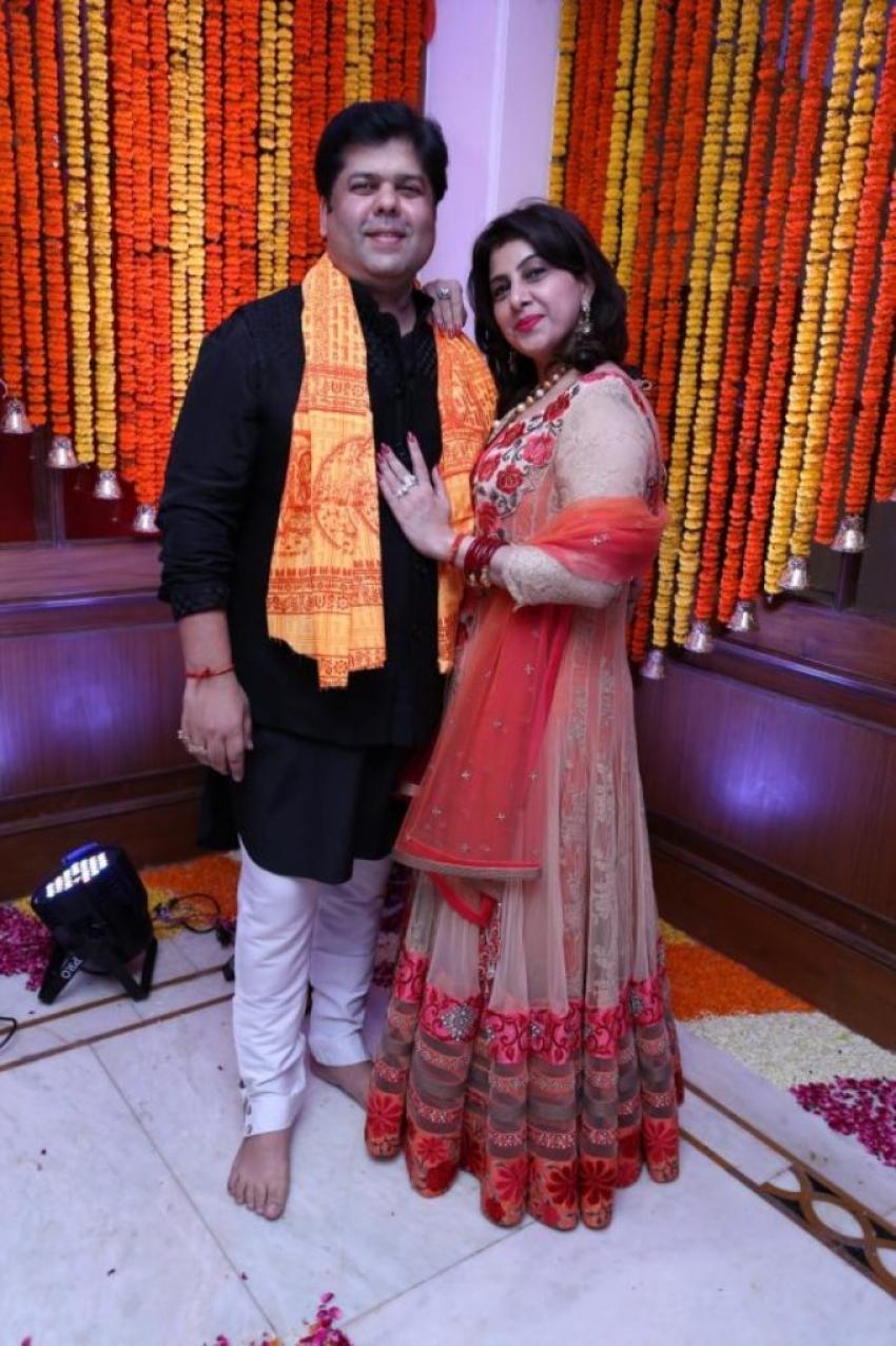 Hrishitaa Bhatt celebrates Ganesh Chaturthi 2013 Photos