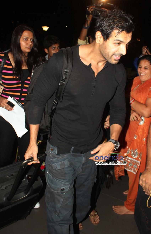 Priyanka Chopra and John Abraham leaves for SAIFTA awards 2013 Photos