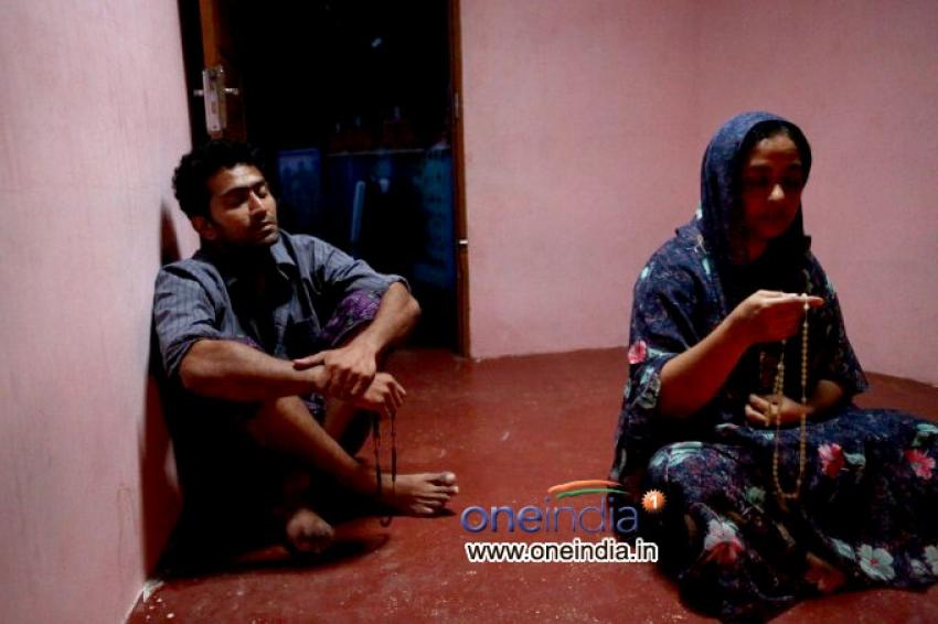 Konthayum Poonoolum Photos