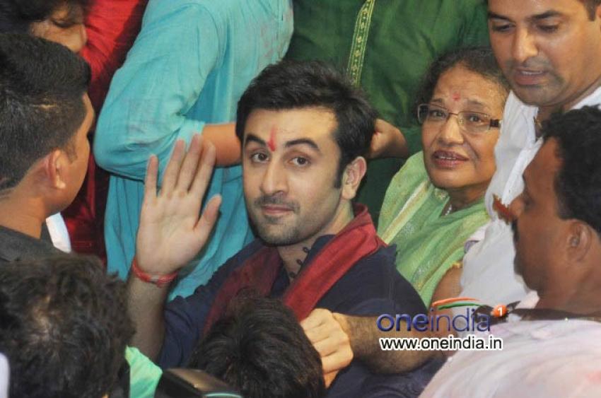 Ranbir Kapoor, Shankar Madadevan, Pooja Chopra Visits  Lalbaugcha Raja Photos