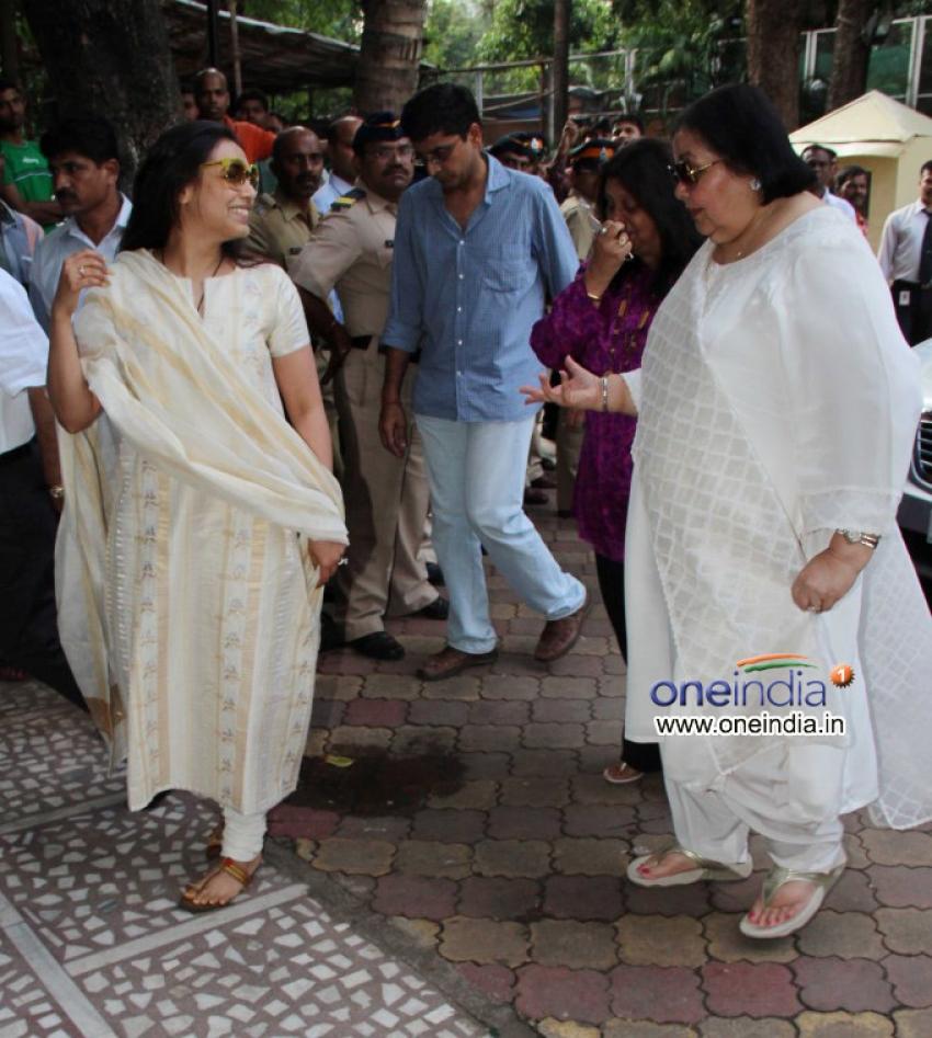 Madhuri Dixit father's prayer meet Photos