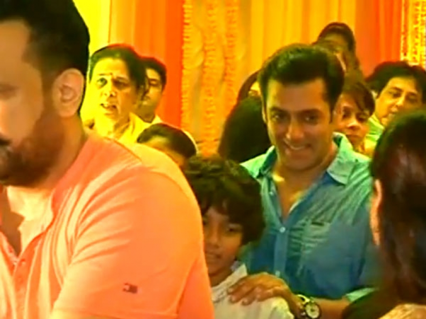 Salman Khan's Ganesh Chaturthi Celebration 2013 Photos