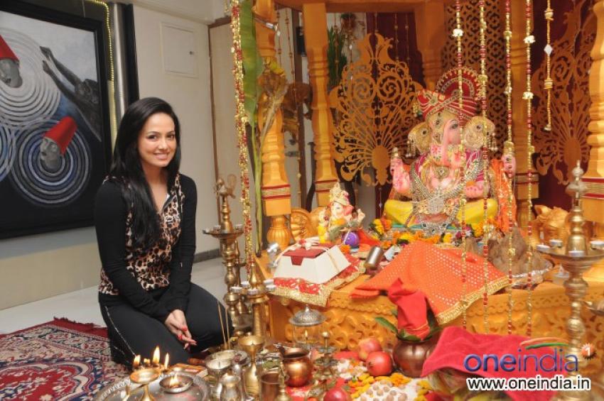 Sana Khan visited Bharti & Kapil Mehra's Ganpati Photos