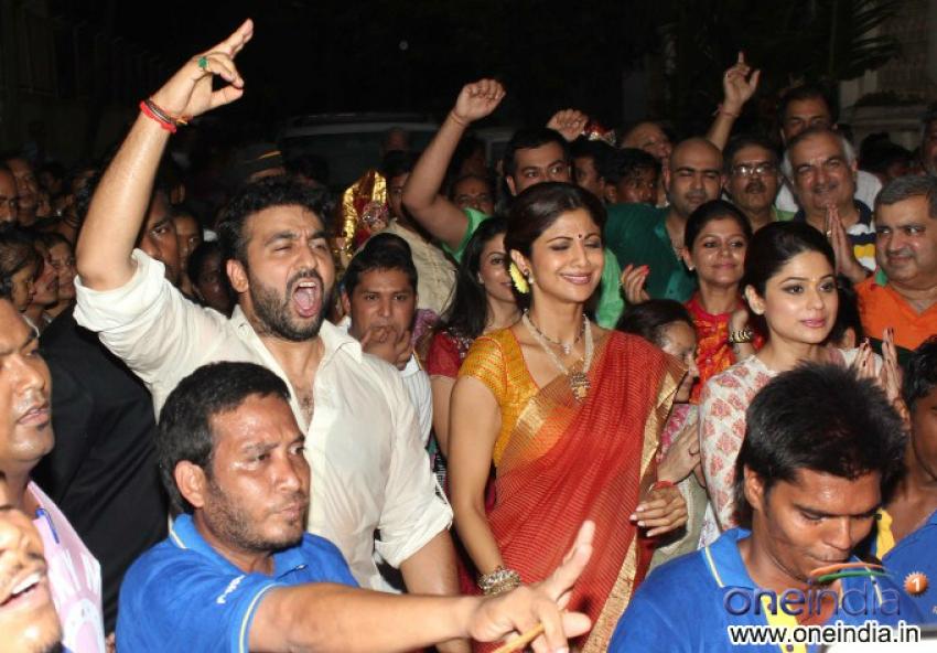 Shilpa Shetty celebrates Ganesh Chaturthi 2013 Photos