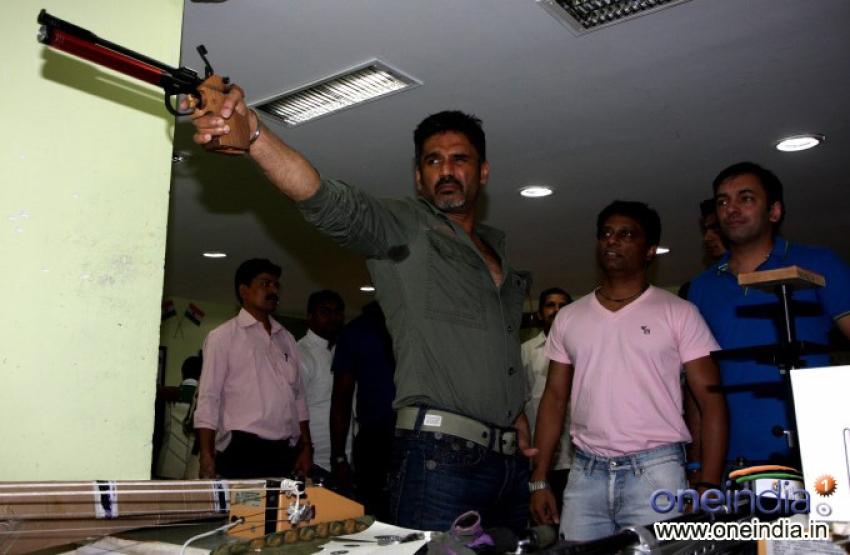 Sunil Shetty training for his film Desi Kattey Photos