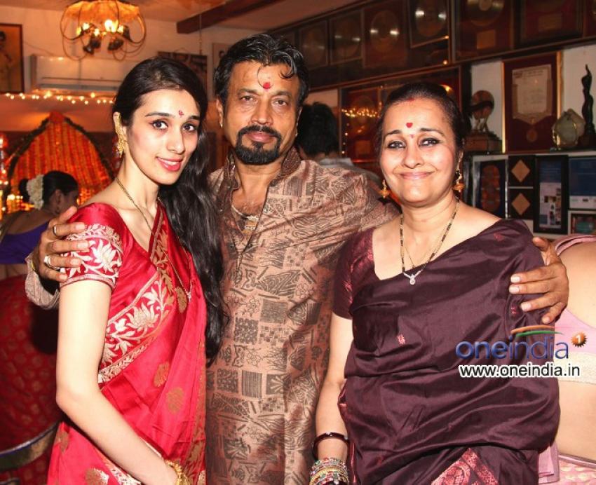 Bappi Lahiri celebrates Ganesh Chaturthi 2013 Photos