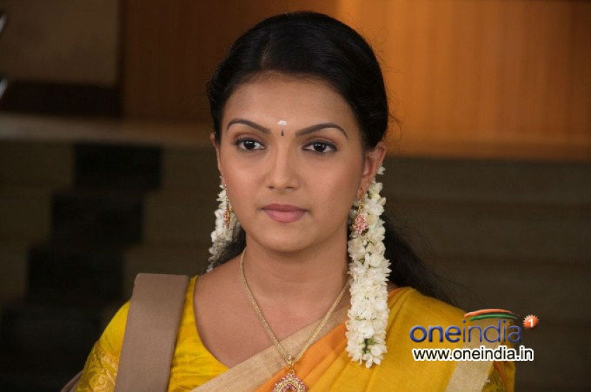 Saranya Mohan Photos