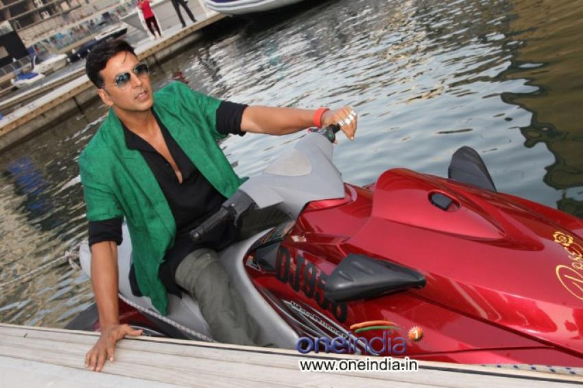 Akshay Kumar promotes Boss film at Dubai Photos