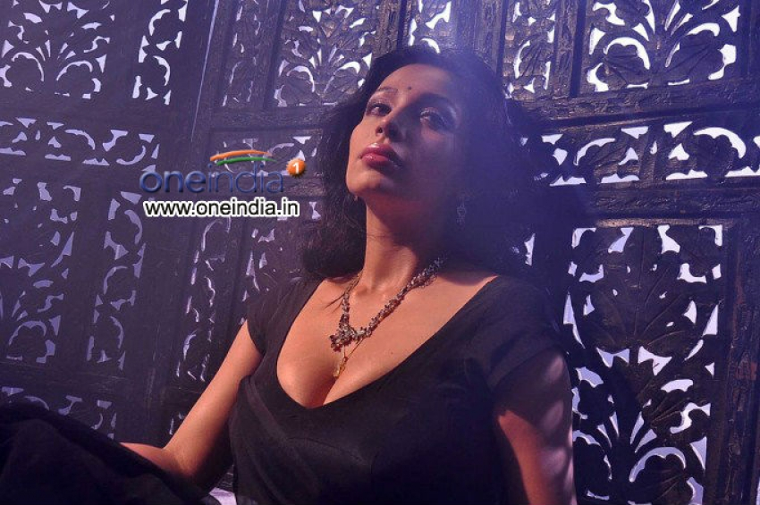 Asha Saini Photos