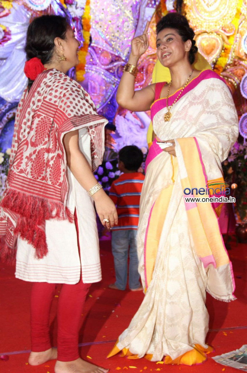 Kajol at Juhu Durga pooja event 2013 Photos