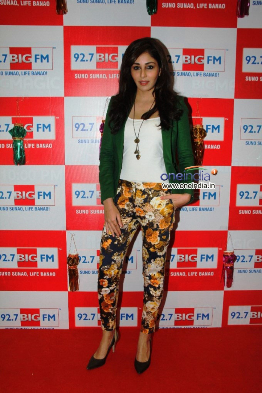 Pooja Chopra celebrates Diwali at 92.7 BIG FM Photos