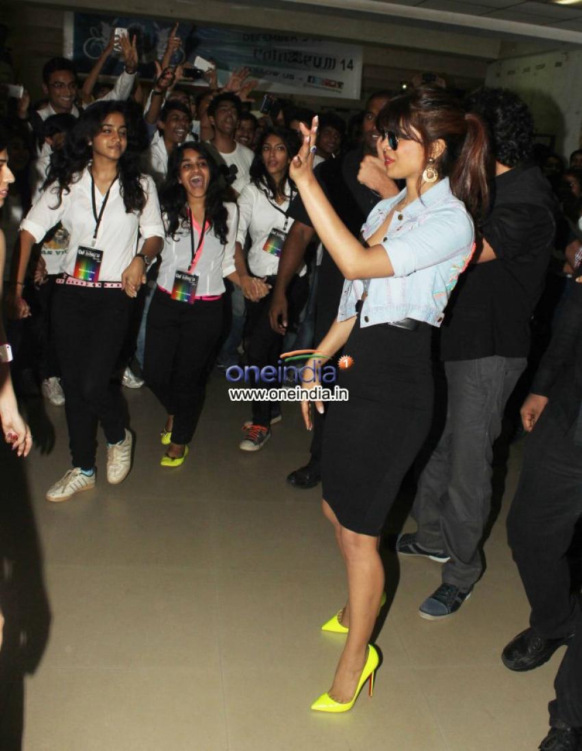 Hrithik Roshan and Priyanka Chopra promotes Krrish 3 Photos