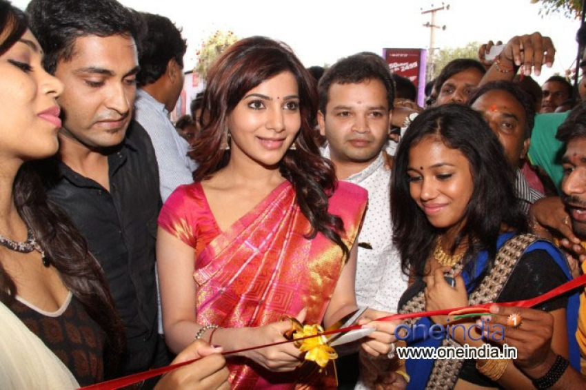 Samantha Launched Kalamandir Showroom Photos