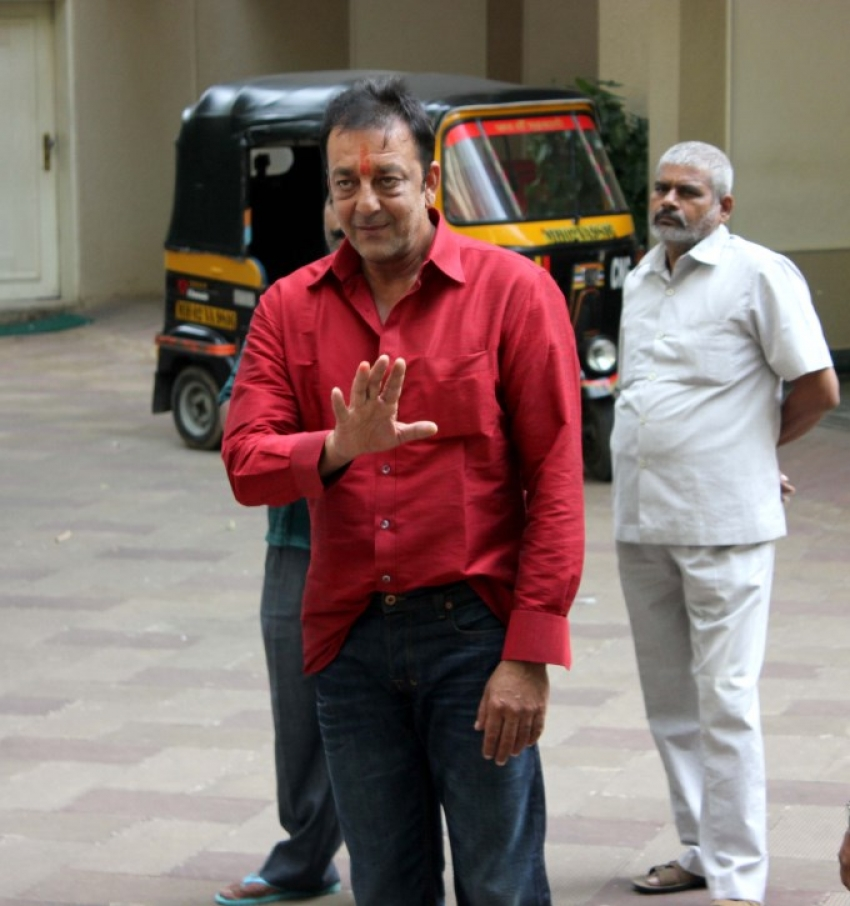 Sanjay Dutt reaches home after getting parole for 14 days Photos