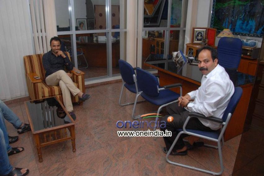 Santosh Lad Watching Kannada Film Case No 18/9 Photos