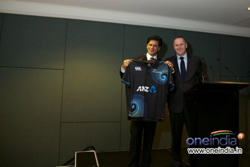 Shahrukh Khan arrive New Zealand for Temptation Reloaded 2013 Photos