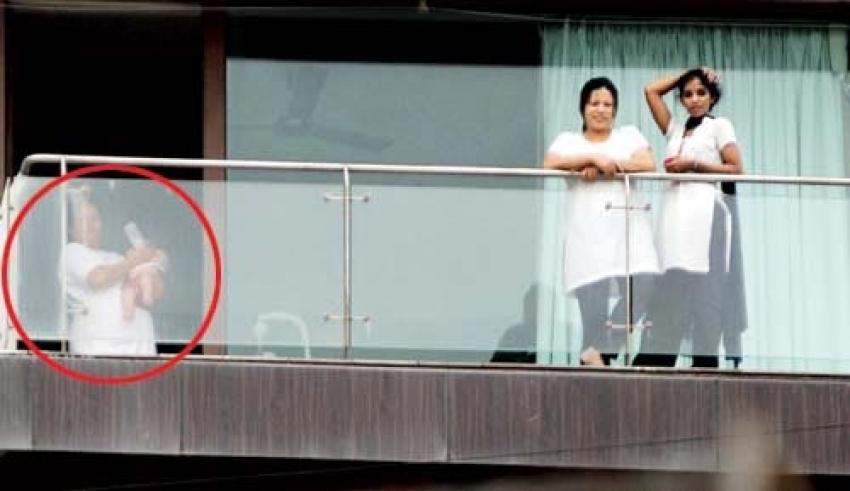 Shahrukh Khan Son Abram Spotted at Mannat Photos