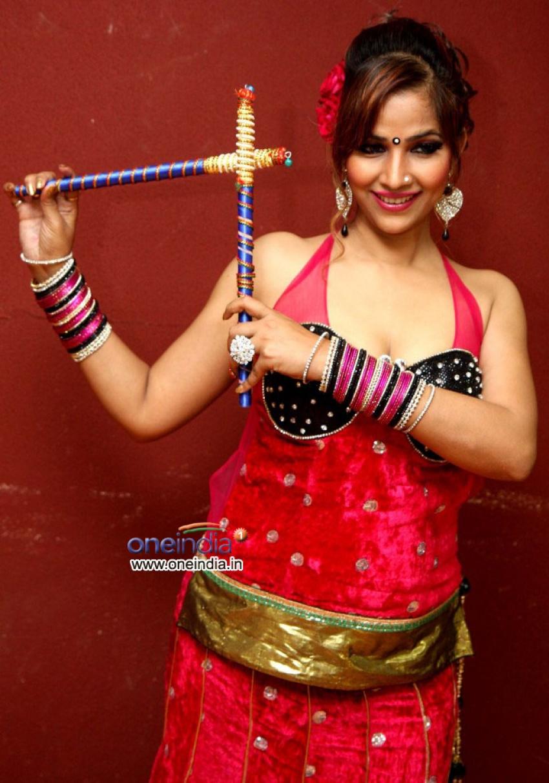 Tanisha Singh celebrates Navratri festival Photos