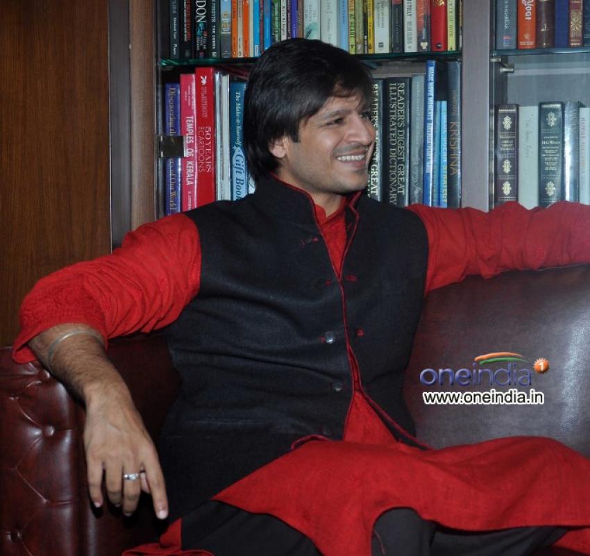 Vivek Oberoi celebrates diwali with his wife Priyanka Photos