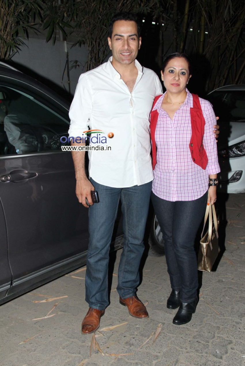Esha Deol with her husband watches Singh Saab The Great Photos