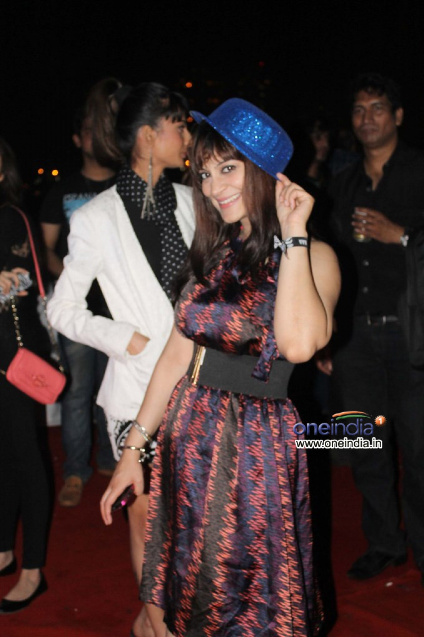 Candy Brar takes her revenge with Vivek Mishra the Gatecrasher Photos