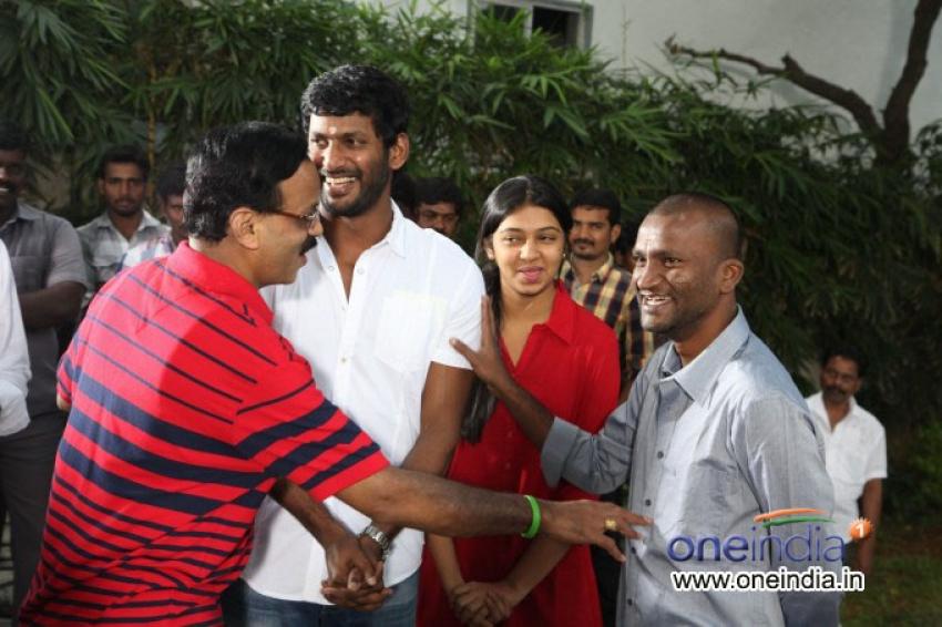 Naan Sigappu Manithan film opening Photos