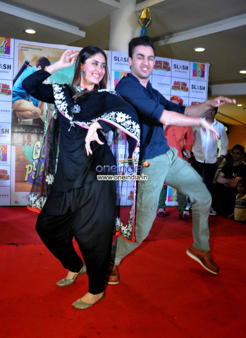 Imran Khan and Kareena Kapoor promotes Gori Tere Pyaar Mein at R City Mall Photos