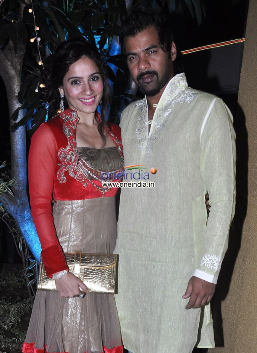 Sachiin Joshi and Urvashi Sharma's Diwali Bash 2013 Photos
